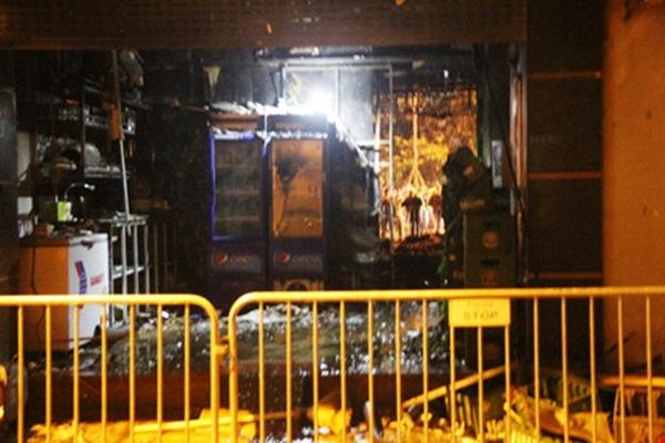 Phía dưới tầng 1 của tòa nhà 68 nơi được phát hiện 13 thi thể của các nạn nhân ở tầng 5.