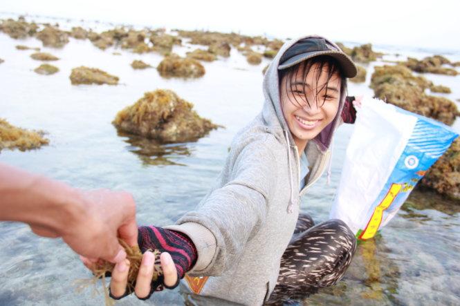 Dù cuộc sống vất vả không bút nào tả xiết nhưng nụ cười lạc quan vẫn nở trên môi của Nguyễn Thị Minh Phượng.