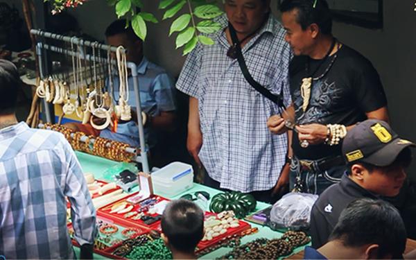 Chợ đồ cổ độc đáo giữa lòng Sài Gòn.1
