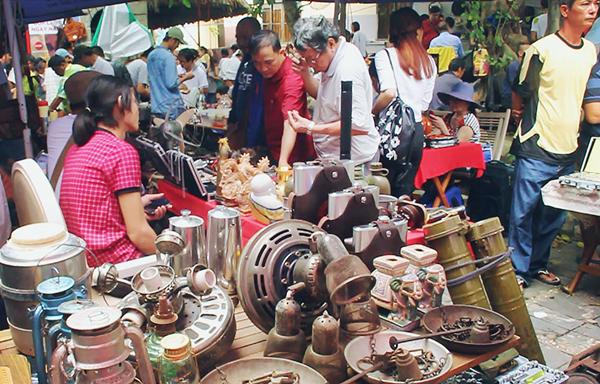 Chợ đồ cổ độc đáo giữa lòng Sài Gòn.2