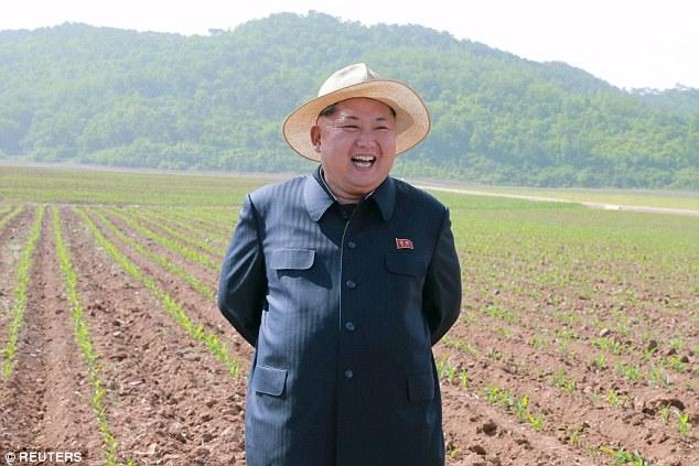 chu-tich-kim-jong-un-rang-ro-tham-nong-trai4