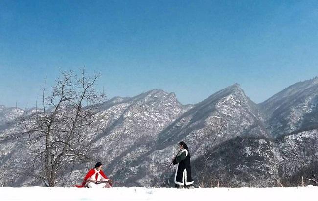 Cặp vợ chồng lên núi ẩn cư, sáng luyện kiếm, tối thổi tiêu sống như phim kiếm hiệp - H7