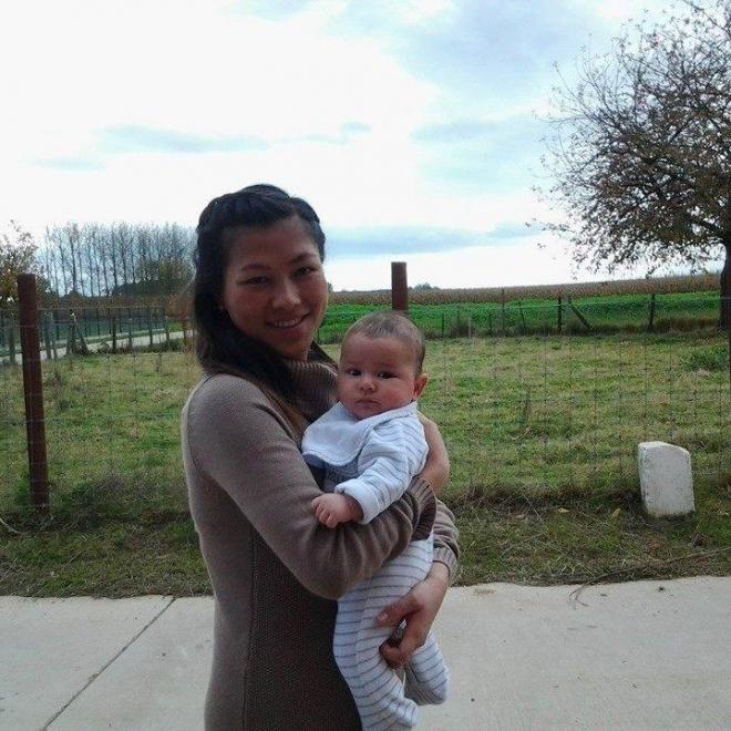 Mai giờ đã hạnh phúc với vai trò làm mẹ (Ảnh: Facebook)
