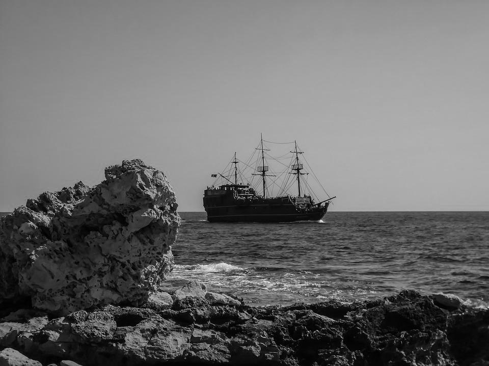 Trong một chuyến vượt biên, gia đình tôi bị bọn nhẫn tâm hãm hại bằng cách quăng từng người xuống biển. (Ảnh minh họa)