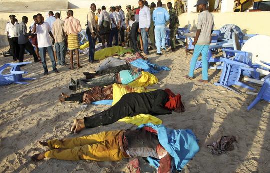 Somali: Xả súng kinh hoàng tại nhà hàng khiến 20 người thiệt mạng.2