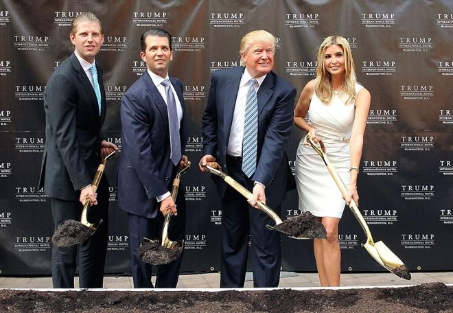 Donald Trump luôn gắn kết và làm gương cho các con trong mọi việc. Ảnh: Getty.