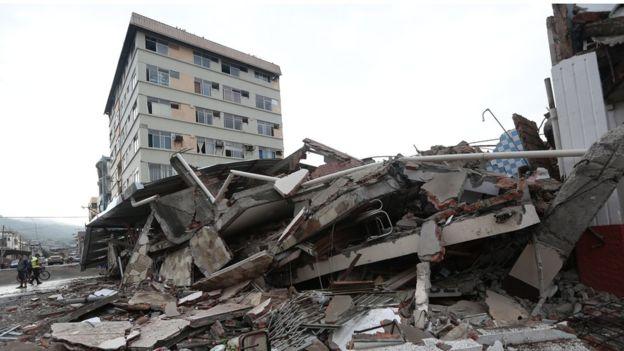 Trận động đất mạnh 7,8 độ richter xảy ra ở tây bắc Ecuador vào tối thứ Bảy giờ địa phương. Đây là trận động đất mạnh nhất tại Ecuador trong nhiều thập niên qua.
