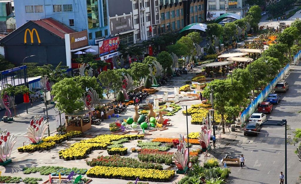 Tối 5/2 đường hoa Nguyễn Huệ chính thức mở cửa.2