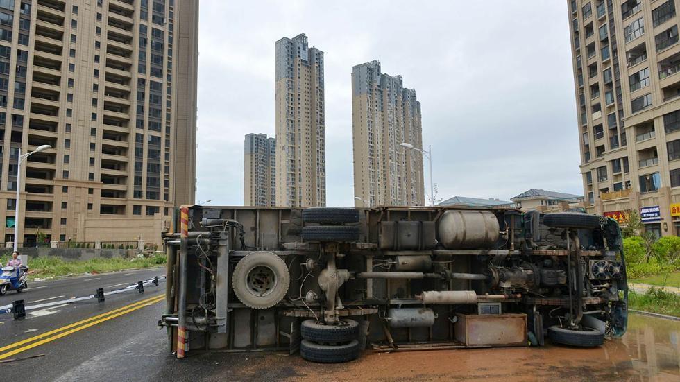 Rạng sáng 28/9, bão Megi đổ bộ vào thành phố Tuyền Châu, tỉnh Phúc Kiến, đông nam Trung Quốc. Sức gió của cơn bão lúc đỉnh điểm đạt 118 km/h, Trung tâm khí tượng quốc gia Trung Quốc cho hay.( Ảnh: AFP)