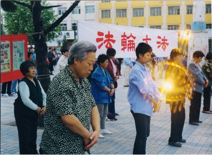 Hào quang quanh cơ thể người và những quả cầu tâm linh kì bí.8