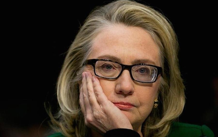 """Bà Clinton xuất hiện tại cuộc điều trần về sự kiện Benghazi với cặp kính """"lạ"""" (ảnh: Youtube)"""