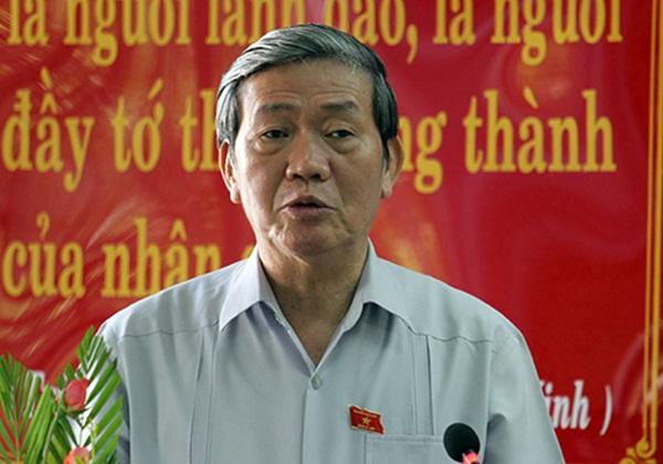 Ông Đinh Thế Huynh thông tin vụ việc Trịnh Xuân Thanh với cử tri Đà Nẵng. (Ảnh: Nguyễn Đông.)