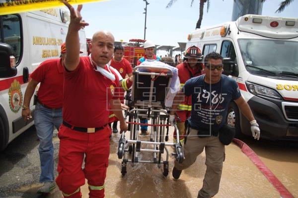 Gần 200 người đã được sơ tán khỏi trung tâm mua sắm trên khi ngọn lửa được phát hiện. (Ảnh: Efe)