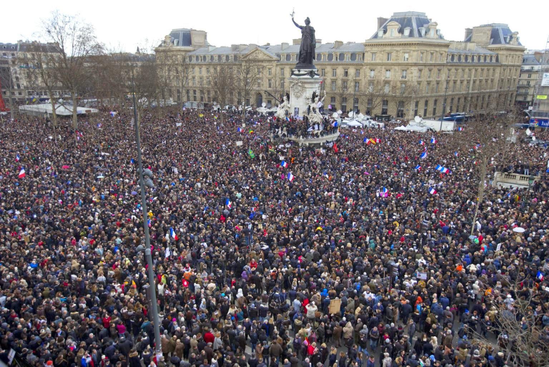 Hàng triệu người dân đổ về quảng trường Place de la République ở thành phố Paris từ trước giờ diễu hành rất lâu. Ảnh: Getty