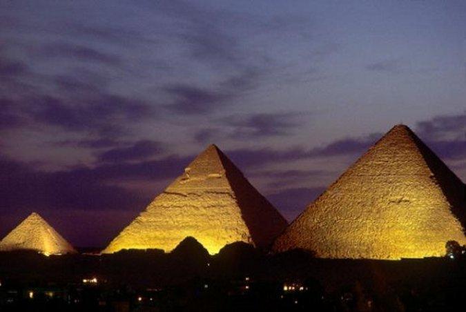 Chuyện gì xảy ra khi qua đêm trong Kim tự tháp Ai Cập?