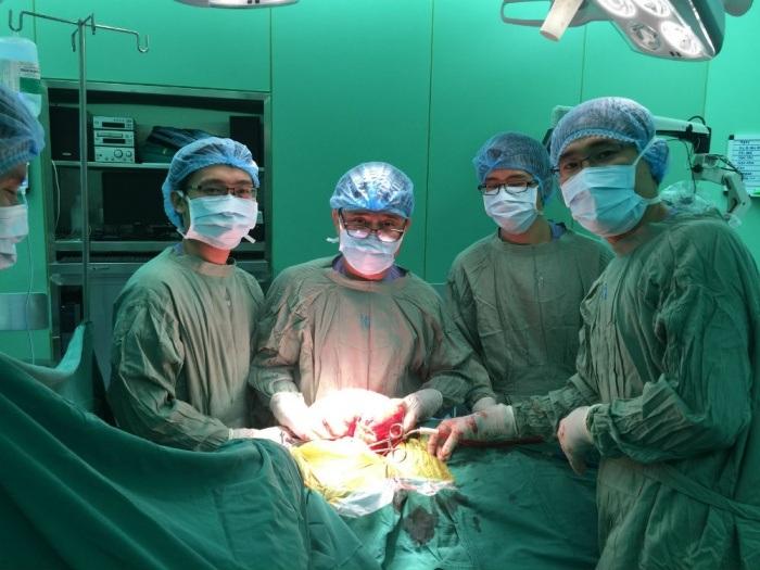 Ê-kíp bác sĩ phẫu thuật