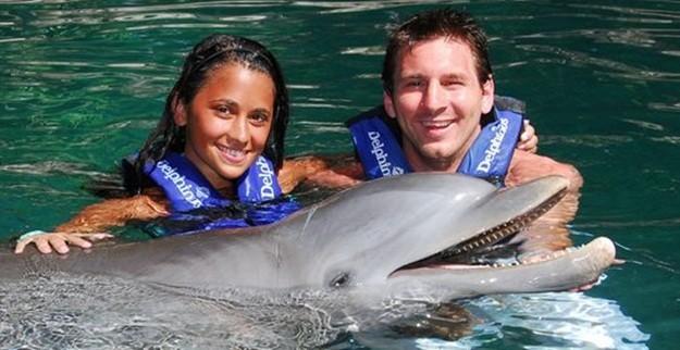 Lionel Messi và vợ.