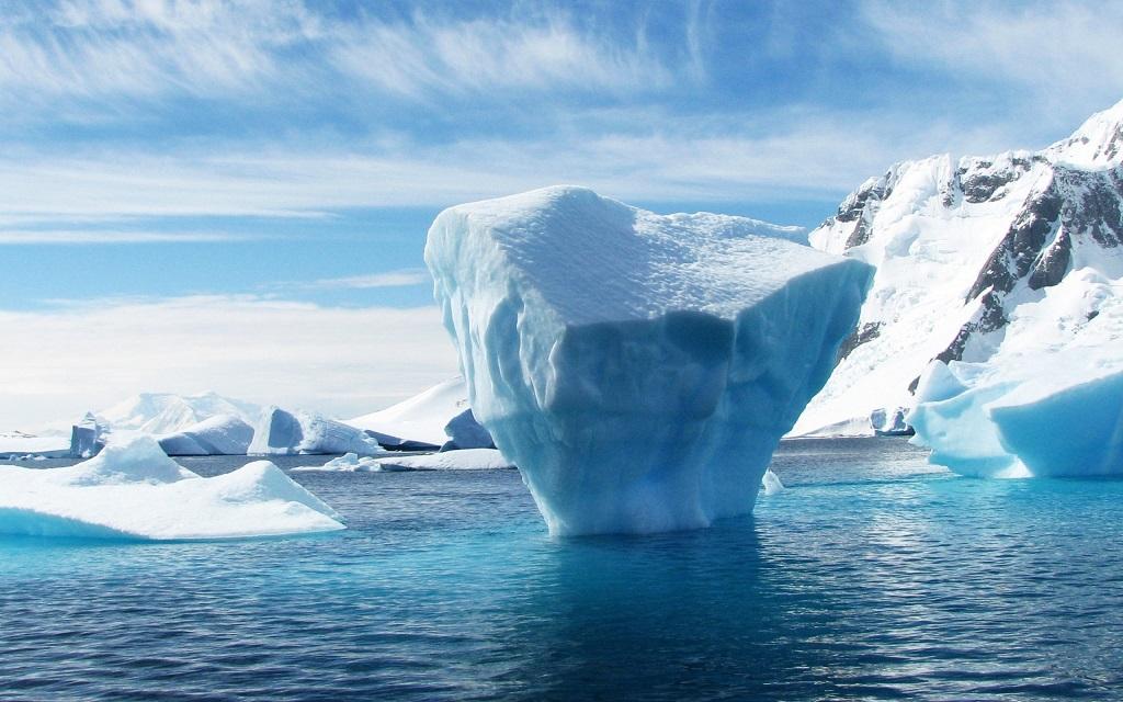 melting-ice-floe-arctic-sea-wallpaper-2560x1600