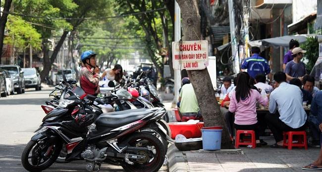 mot-quan-an-tren-duong-le-thi-hong-gam-lan-chiem-ca-via-he-lan-le-duong-lam-noi-kinh-doanh-1488462916054