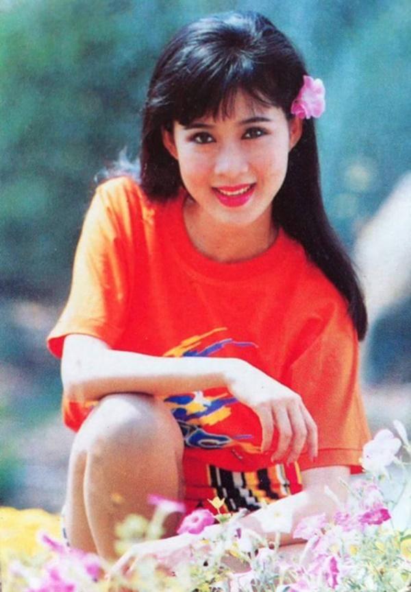 Diễm Hương với áo phông, mái thưa bằng được nhiều cô gái ngày nay sử dụng