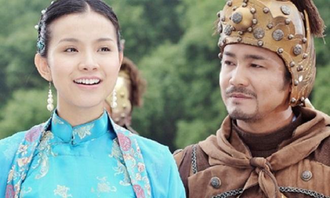 Công chúa Ngọc Hân và vua Quang Trung (Lý Hùng và Thùy Lâm thủ vai) trong phim Tây Sơn hào kiệt.