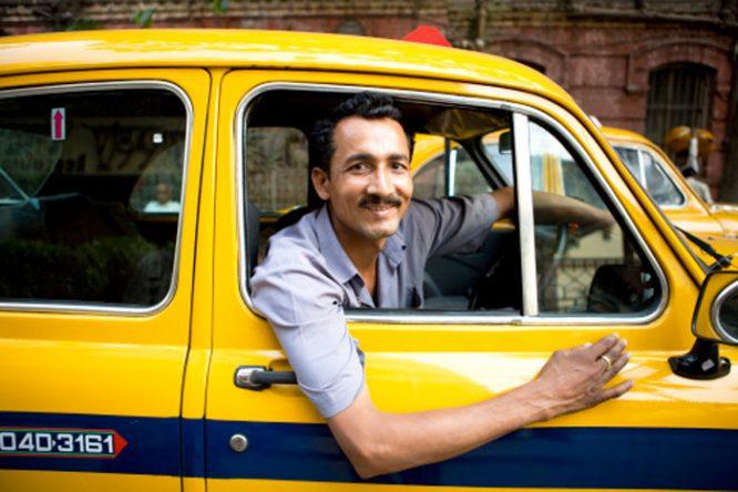 Cuộc đời là một chuyến lữ hành, mỗi chúng ta đều có cơ hội trở thành tài xế, nghênh đón những vị khách đi ngang qua đời ta. (Ảnh: ManiBhavnam)