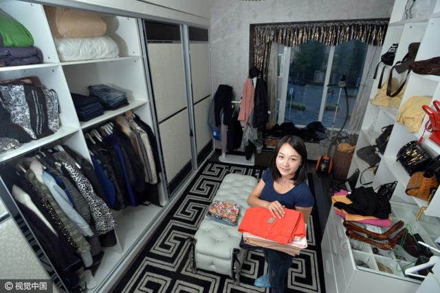 Nhờ làm việc chăm chỉ, nhận nhiều phản hồi tốt, cô đang có các khách hàng quen và ổn định.