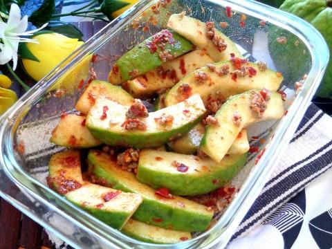 Cách làm xoài lắc - món ăn náo loại giới trẻ Sài Gòn