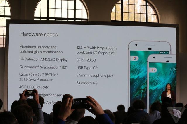 Bộ đôi Pixel có camera 12.3 MP, khẩu độ f/2.0, màn hình AMOLED, chip Qualcomm Snapdragon 821, RAM 4 GB, pin 2.770 mAh hoặc 3.450 mAh, dung lượng lưu trữ 32 GB hoặc 128 GB.