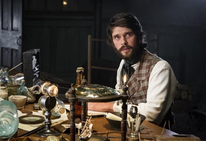 Tác giả Herman Melville trong bộ phim được chuyển thể.