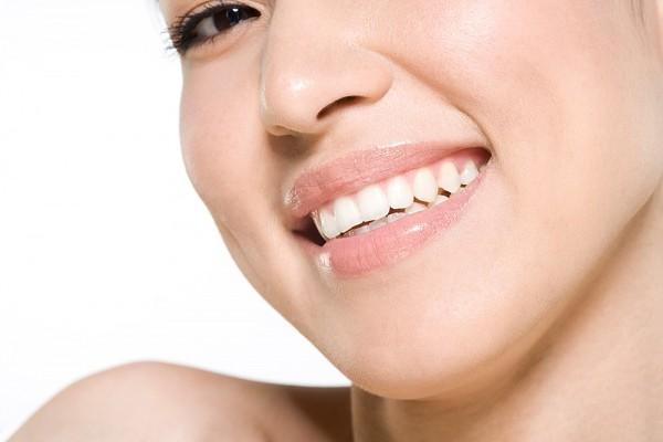 Đặc điểm của kiểu răng này là răng cửa rất dài và trắng, hàm răng có hơn 32 chiếc