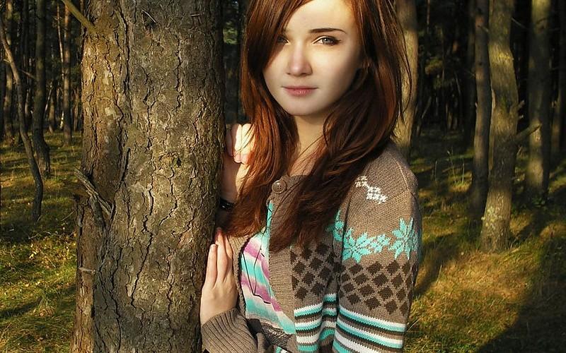 red-hair-beautiful-girl-model-woman-long-hair-beauty-green-eyes-ginger-sweater-pics-303501