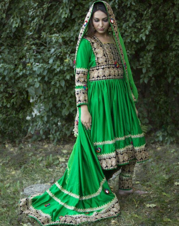 Xinh đẹp như cô dâu châu Á trong váy cưới truyền thống.6