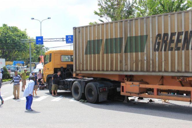 Xe container gây tai nạn tại Đà Nẵng: 1 người thiệt mạng, 1 người bị thương.1