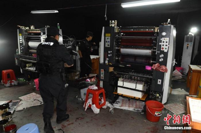 Các máy in bị thu giữ tại hiện trường