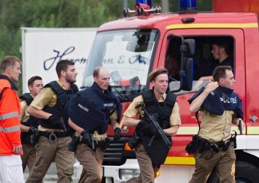 Cảnh sát Đức có mặt tại hiện trường ngay sau khi vụ xả súng xảy ra. (Ảnh: EPA)