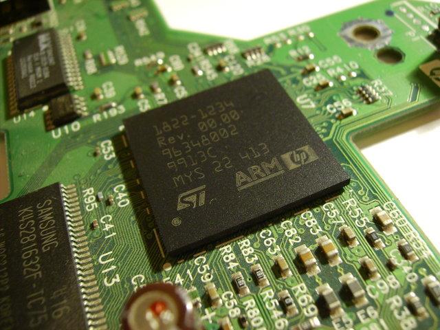 Magnetoelectric multiferroic giúp các máy tính trong tương lai có thẻ hoạt động nhờ các xung điện nhỏ, nhanh chứ không cần dòng điện liên tục như các thiết bị sử dụng chất bán dẫn hiện tại. (Ảnh: Internet)