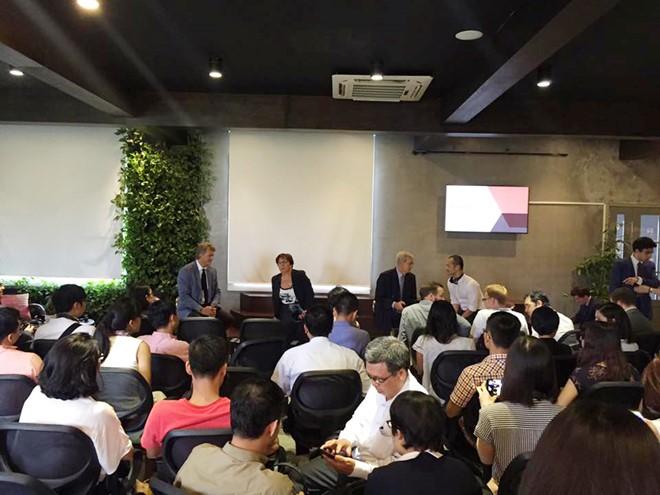 Cuộc trao đổi có sự tham dự của khoảng 20 startup Việt.( Ảnh: Toong)