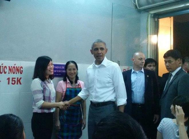 Chủ quán bún chả Hương Liên cho hay, Tổng thống Obama đã rất vui vẻ khi đến ăn.