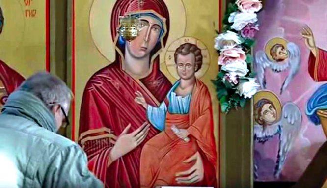 Tranh Đức mẹ Maria ở Macedonia lại chảy nước mắt.1