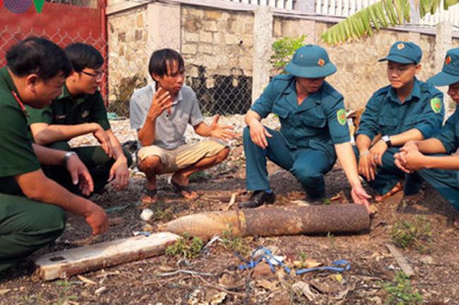 Quả đạn pháo phản lực phát nổ do đốt rẫy, bay 6km vào vườn nhà dân.