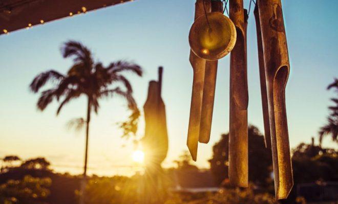 Treo chuông gió ở cửa sẽ hấp thu năng lượng và may mắn, treo ở trước cửa bếp lại có thể tụ tập tài phú. (Ảnh: PxHere)