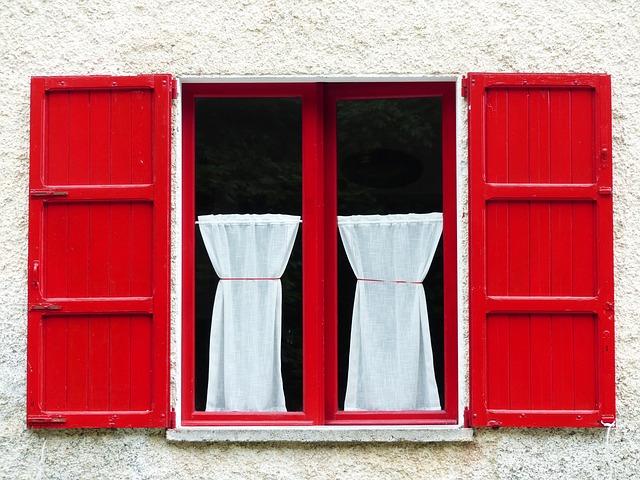 window-177320_640
