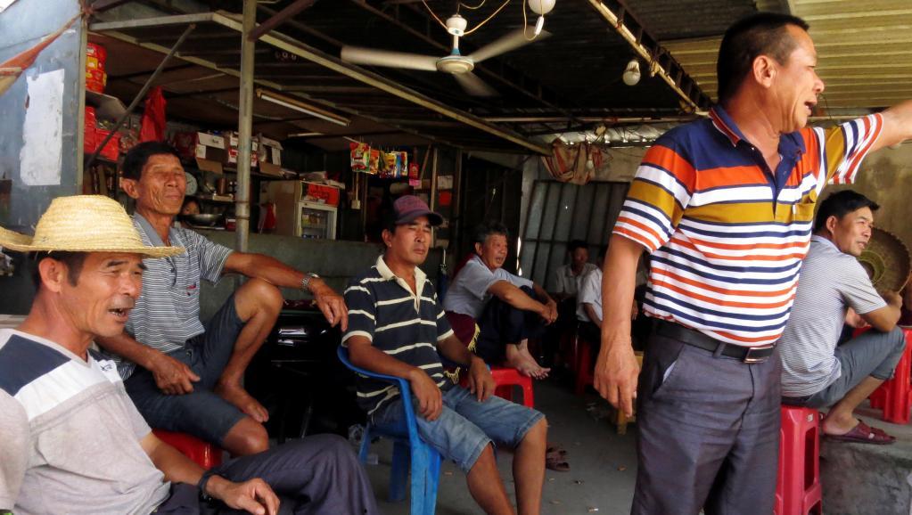 Dân làng Ô Khảm (Wukan) họp bàn về vụ trưởng thôn Lâm Tổ Luyến (Lin Zuluan) bị bắt, 20/06/2016.(Ảnh:REUTERS)
