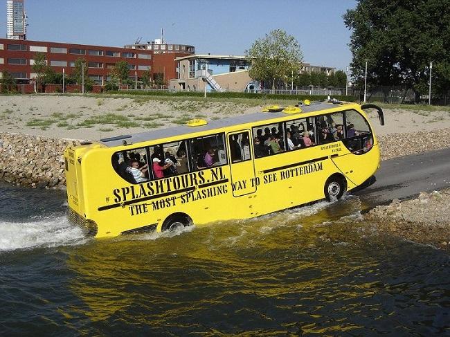 xe-bus-tren-song