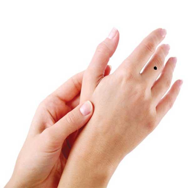 Nốt ruồi trên ngón tay
