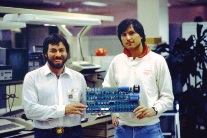 Steve Jobs đã có thể tạo ra thiết bị gọi điện thoại miễn phí khi còn là học sinh.2