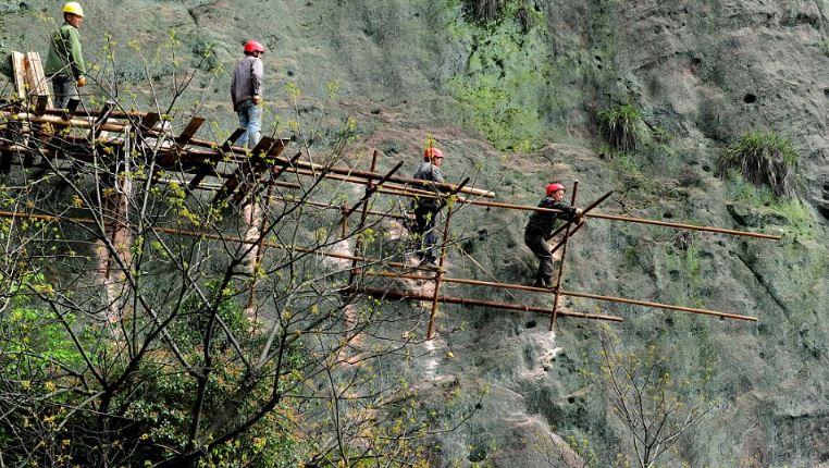 """""""Bán mạng"""" xây dựng con đường nguy hiểm nhất Trung Quốc - H2"""