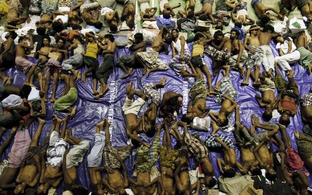 Thảm cảnh khốn cùng của người di cư Rohingya và Bangladesh trên biển. 6