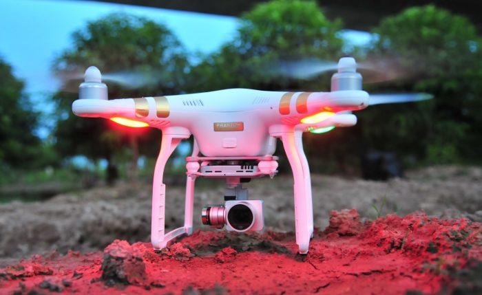 Giới chơi flycam rúng động trước lệnh cấm.1